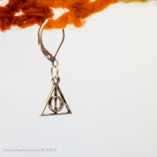 Sign of the Deathly Hallows stitch marker